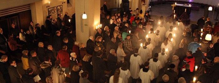 Herz Jesu Kirche Bad Godesberg im Kerzenschein © Stefan Reifenberg